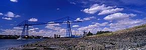 speeding boat, transporter bridge, middlesbrough