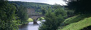 chatsworth house and bridge, derbyshire
